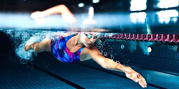 Perder peso rápido com a natação - baixo impacto foto
