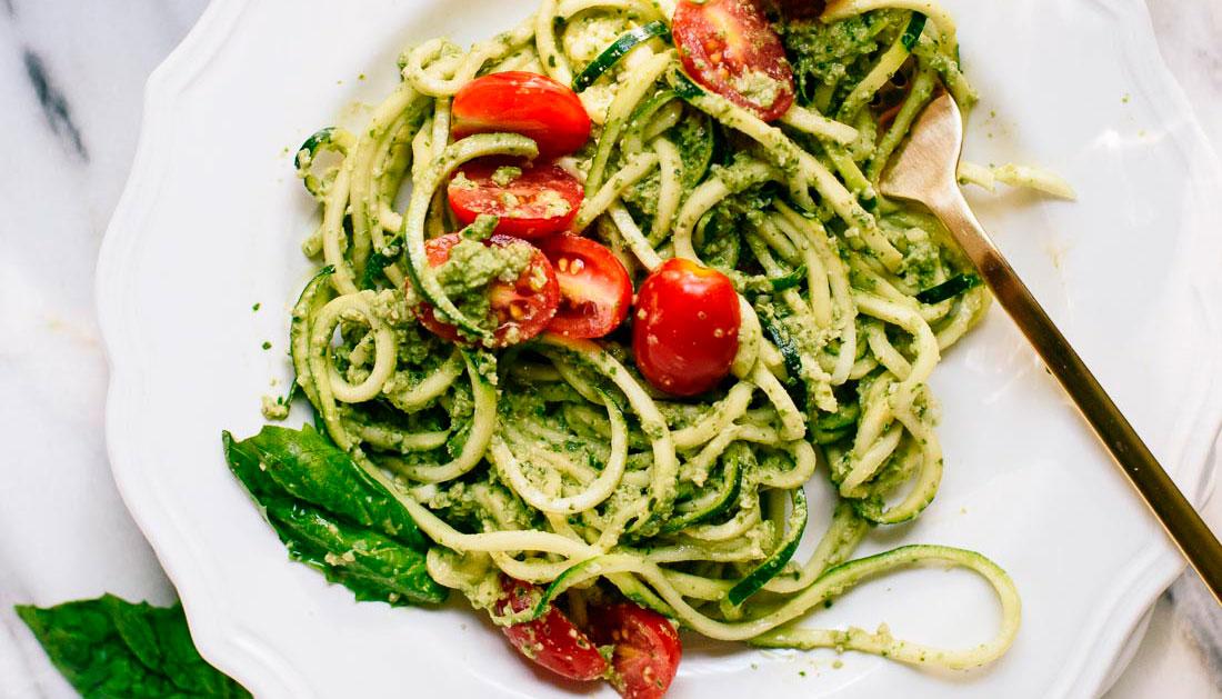 Resultado de imagem para Spaghetti de abobrinha ao molho pesto