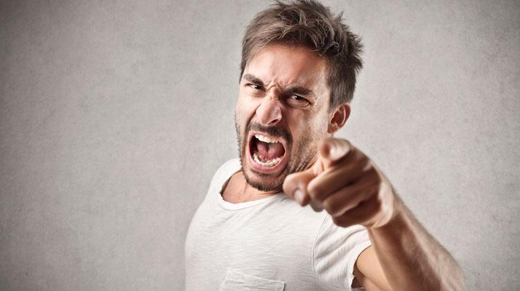 6 tipos de Vampiros emocionais - Pessoa Agressiva foto