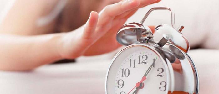 Acorde cedo para manter a rotina de exercícios e não pular refeições foto