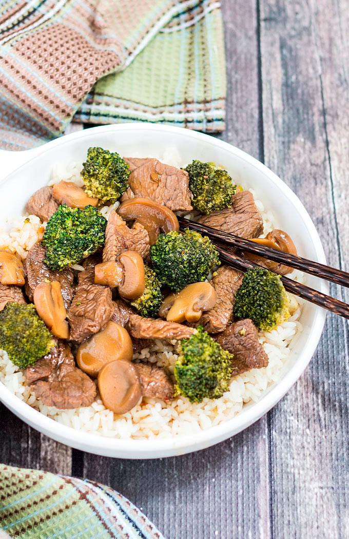 Carne com brócolis foto